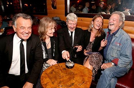 Ray Wise (Leland Palmer), Grace Zabriskie, David Lynch,Sheryl Lee(Laura Palmer), Russ Tamblyn (Doktor Jacoby)