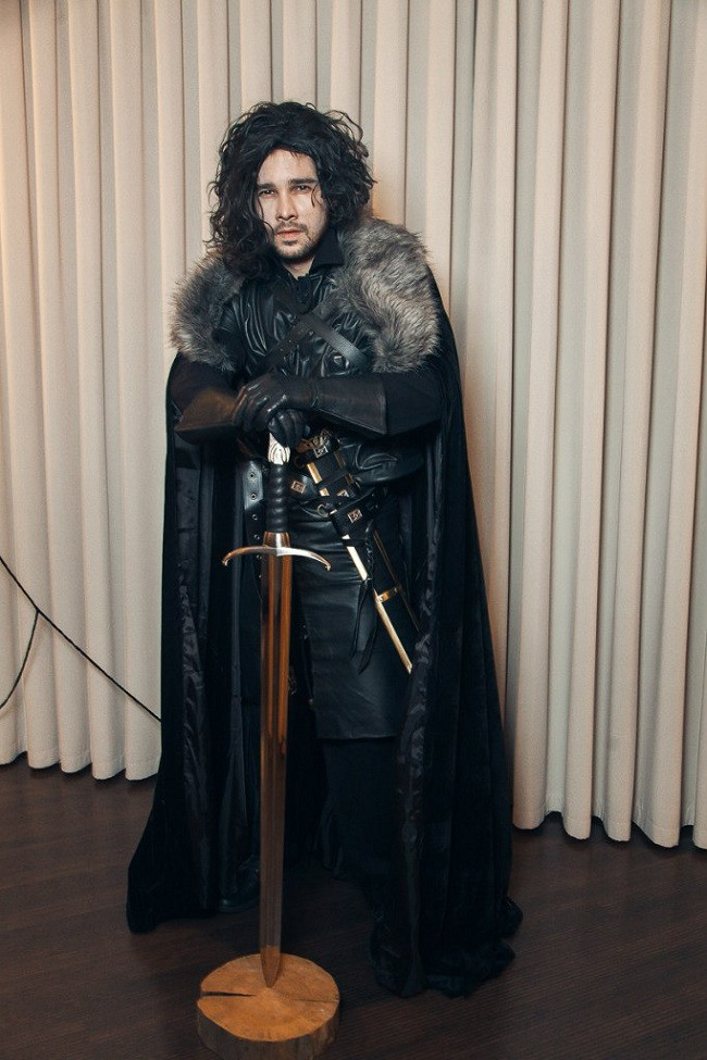 cosplay-gameofthrones-jon-snow-costume-06 ... Jon Snow (Game Of Thrones) cosplayed by UshankaBear. https://www.reddit.com/r/cosplay/comments/3hb6i4/self_im_told_that_i_know_nothing/